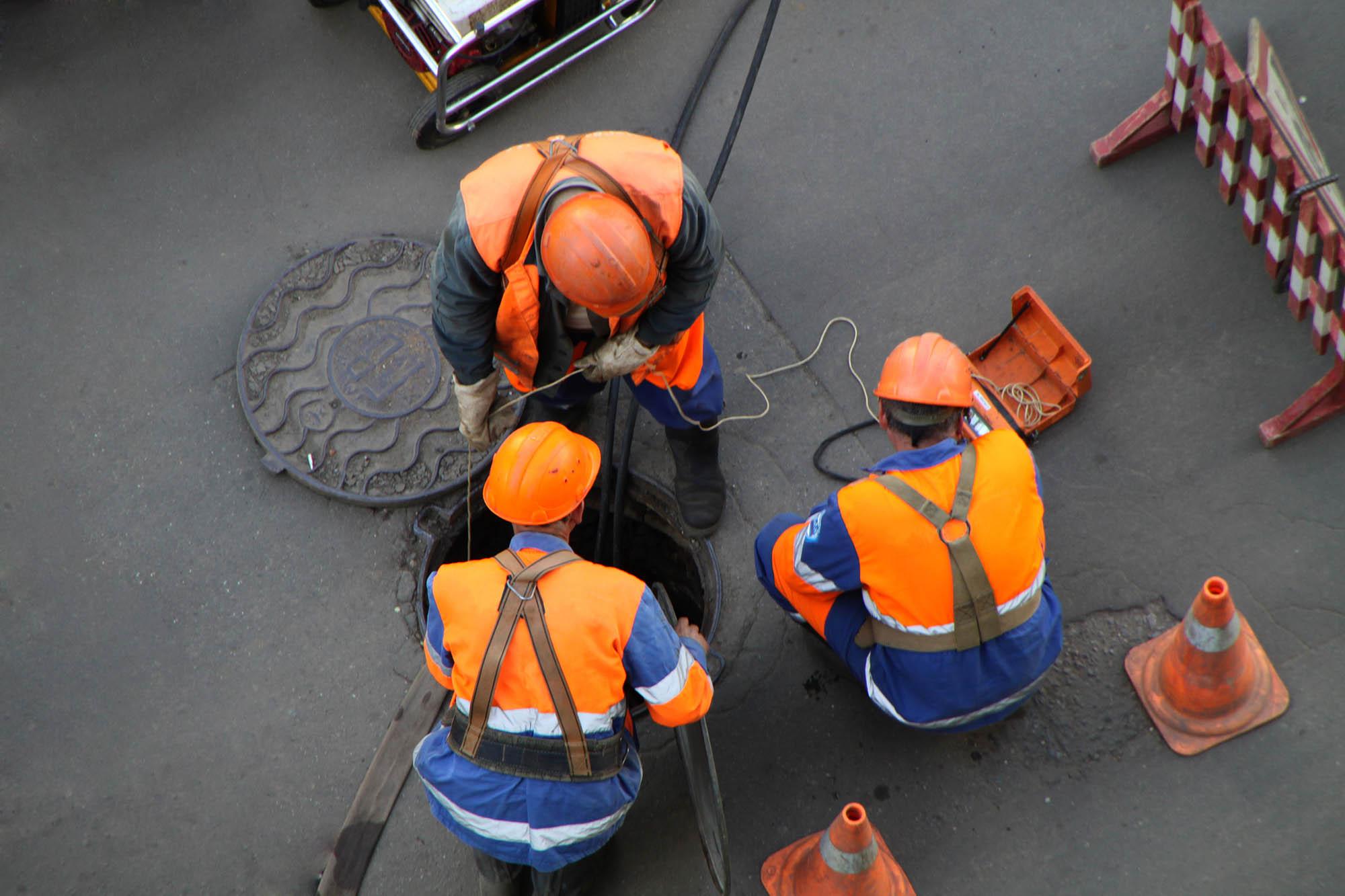 Sewer repair contractors