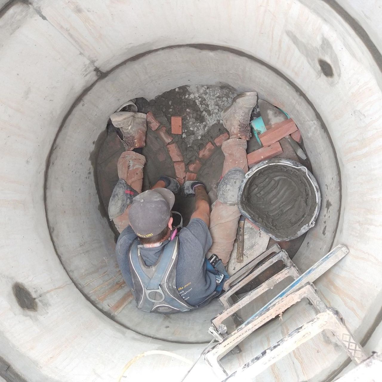 manhole-restoration-brick-by-brick-1
